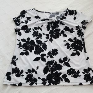 Black print white top